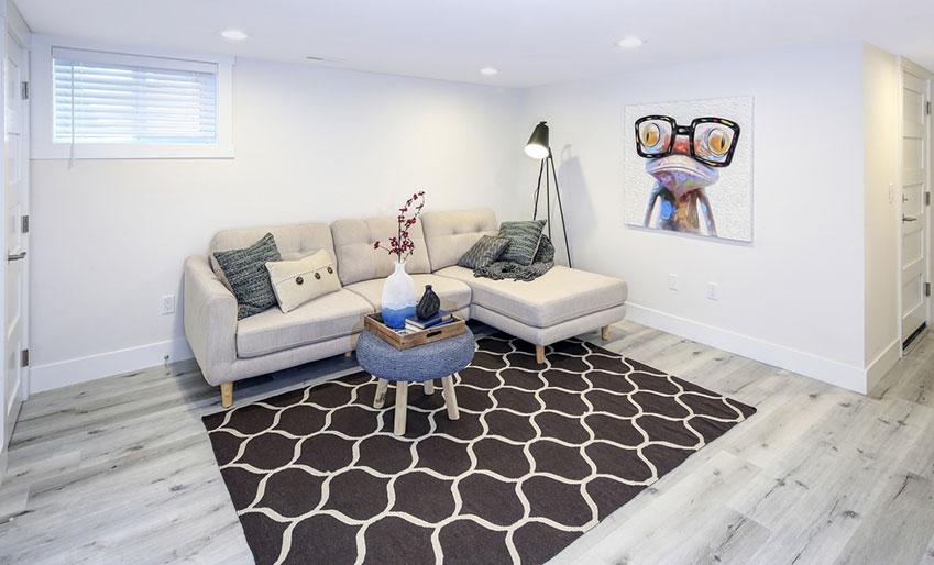 Intérieur, salon rénové et moderne